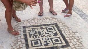 Brezilya sokaklarinda KareKod ile turistlere bilgi