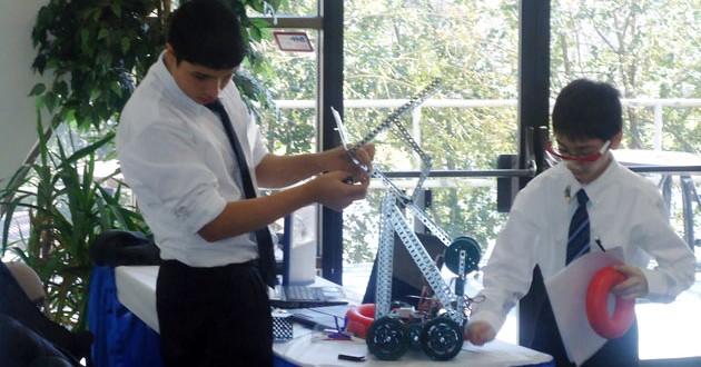 Türk Öğrencilerin Tasarladığı Robot Ödül Kazandı