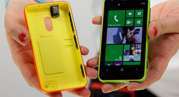 Nokia Yeni Ürünü Lumia 620'yi Piyasaya Sürüyor
