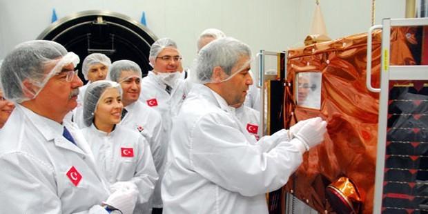Göktürk-2 Uydusu Dünyanın Etrafında 1000 Tur Attı